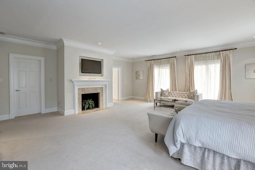 Fireplace Anchors the Master Bedroom - 6470 KEDLESTON CT, MCLEAN