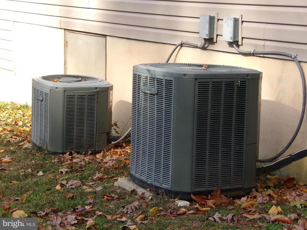 Dual Zoned heating and AC - 239 WASHINGTON ST, LOCUST GROVE