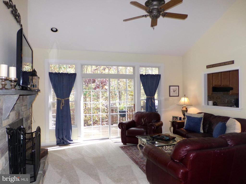 Living Room - 239 WASHINGTON ST, LOCUST GROVE