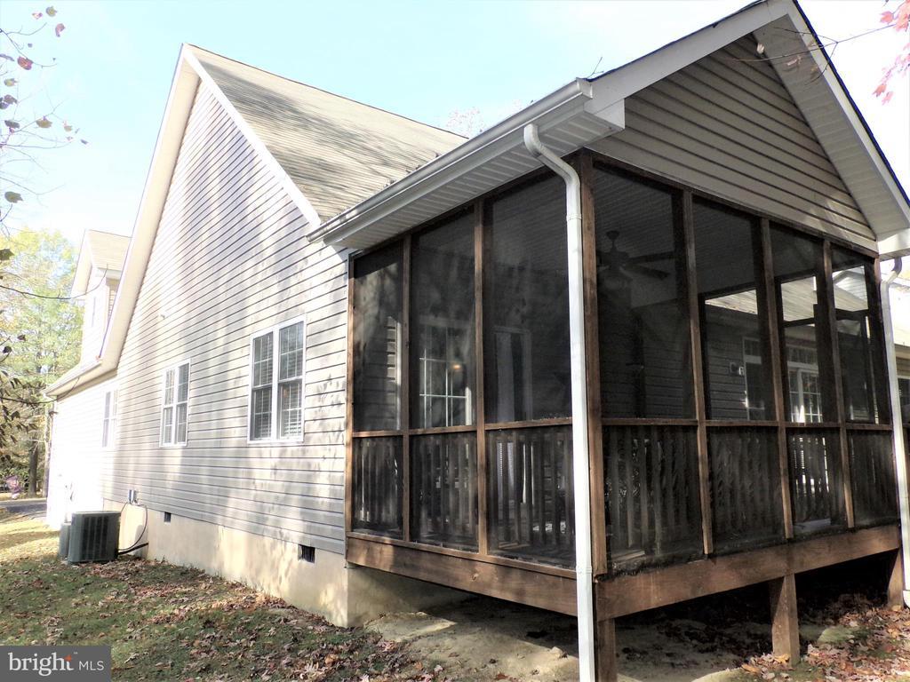 Right side of house - 239 WASHINGTON ST, LOCUST GROVE