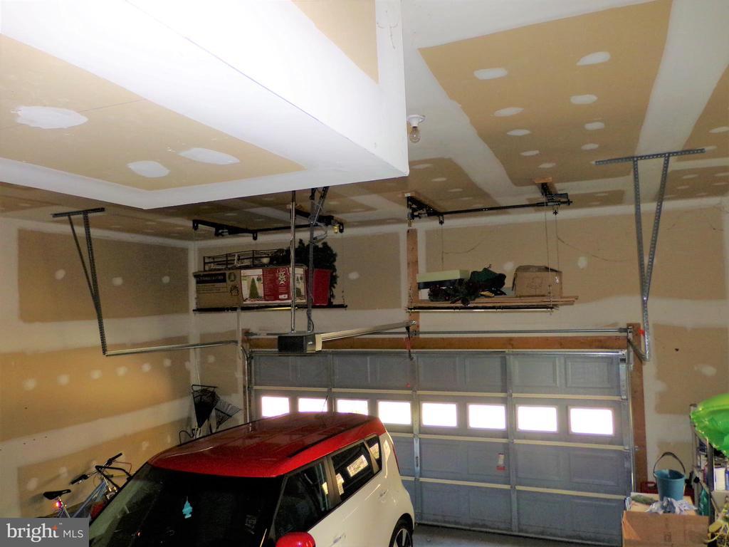 2 car garage with plenty of storage and deep sink~ - 239 WASHINGTON ST, LOCUST GROVE