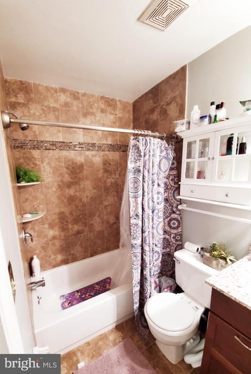 Master Bath - 13006 QUANDER CT, WOODBRIDGE