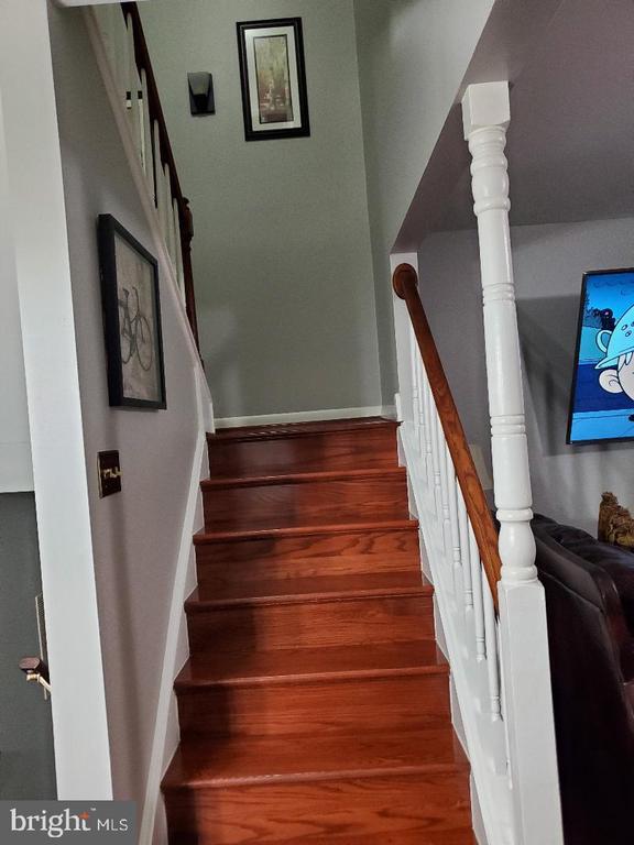 Stairway to Upper Level - 13006 QUANDER CT, WOODBRIDGE