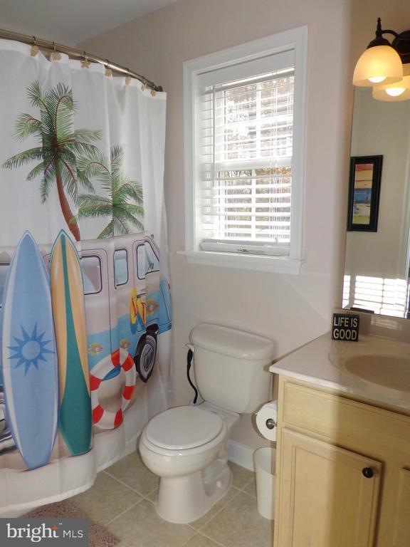 Upstairs full bathroom off of master - 239 WASHINGTON ST, LOCUST GROVE