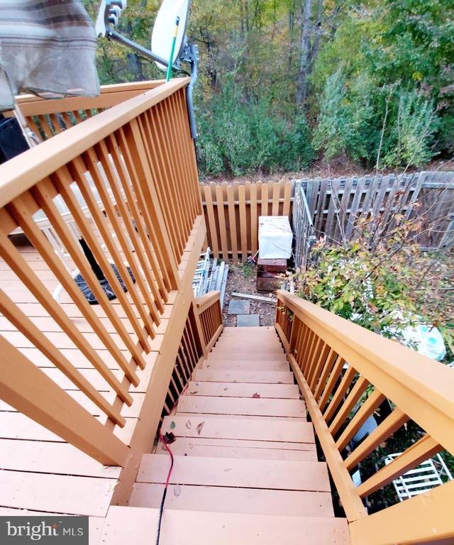 Deck stairway to Backyard - 13006 QUANDER CT, WOODBRIDGE
