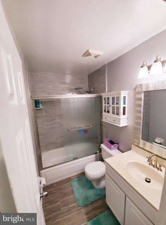 Upper Level Bath - 13006 QUANDER CT, WOODBRIDGE