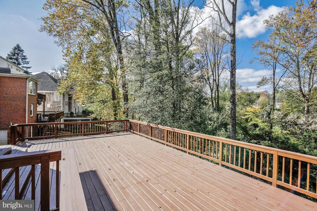 Lower Level, Multi-Level very Large DecK - 4833 BROAD BROOK DR, BETHESDA