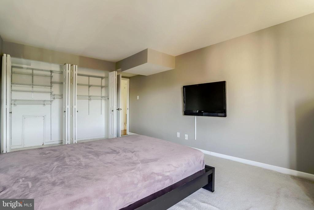 Lots of Closet Space - 3100 S MANCHESTER ST #1136, FALLS CHURCH