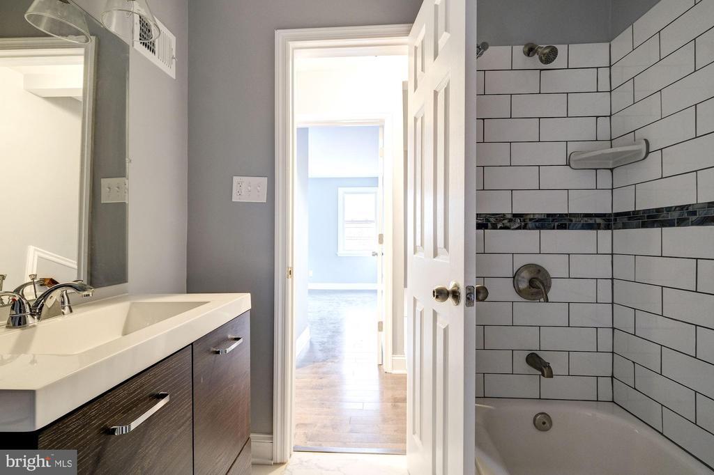 Bathroom 2 (upstairs hall) - 1431 ANACOSTIA AVE NE, WASHINGTON