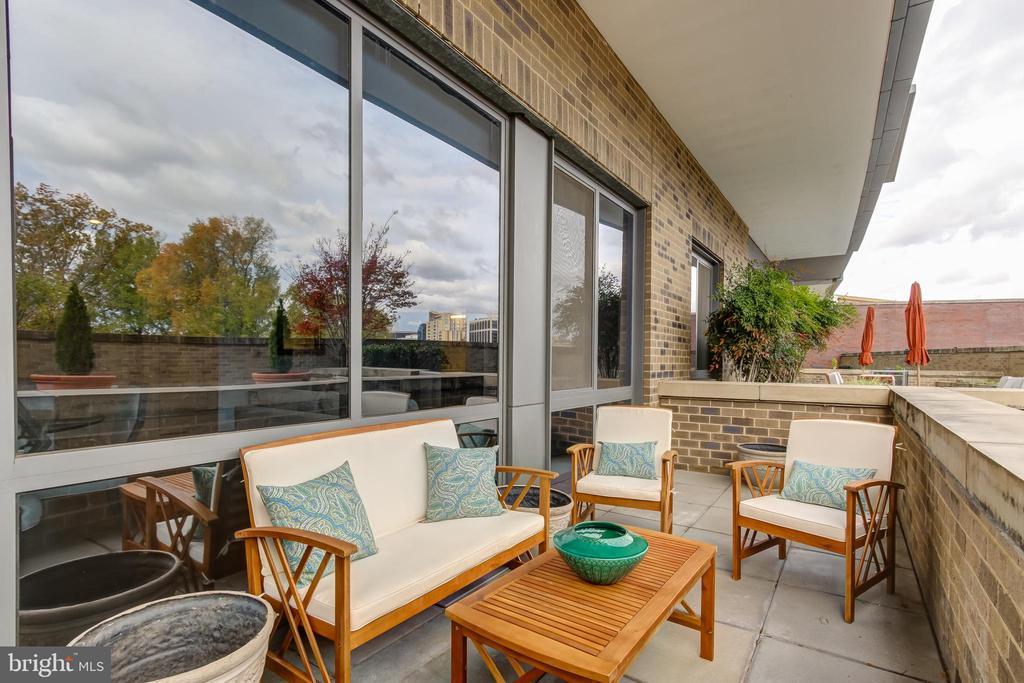 Private Terrace - 2001 15TH ST N #109, ARLINGTON