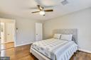 The spacious master bedroom easily fits a king! - 3022 S ABINGDON ST, ARLINGTON