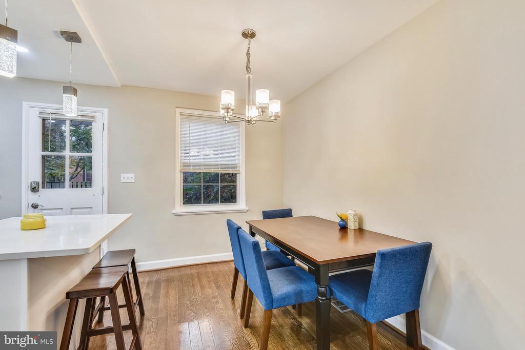 Separate dining space - 3022 S ABINGDON ST, ARLINGTON