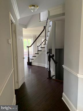 Main level hallway - 18538 KERILL RD, TRIANGLE