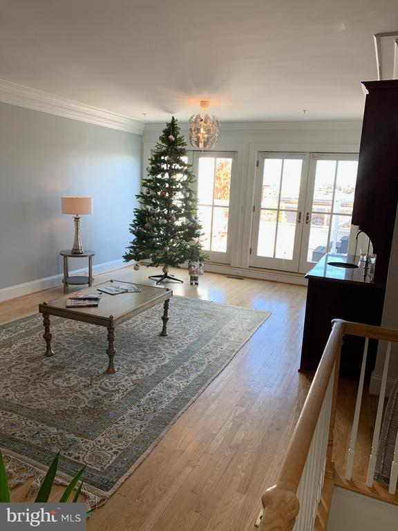 GREAT ROOM GETTING READY FOR HOLIDAYS SEASON - 1335 14TH ST N, ARLINGTON