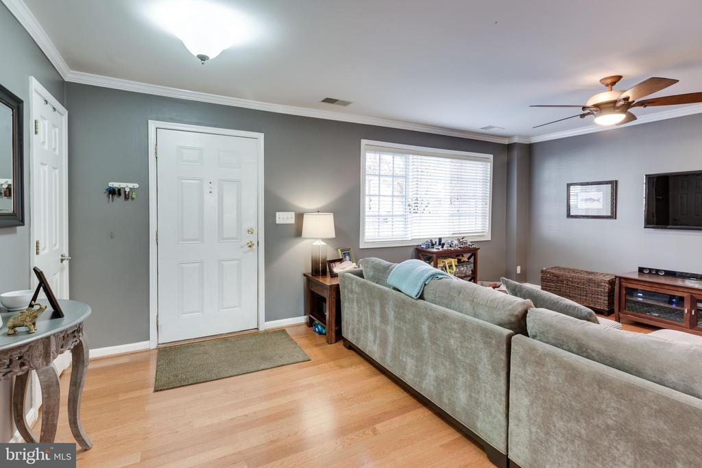 Beautiful hardwood floors on main level - 1543 N VAN DORN ST #B, ALEXANDRIA