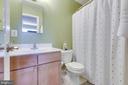 Full en-suite master bath - 1543 N VAN DORN ST #B, ALEXANDRIA