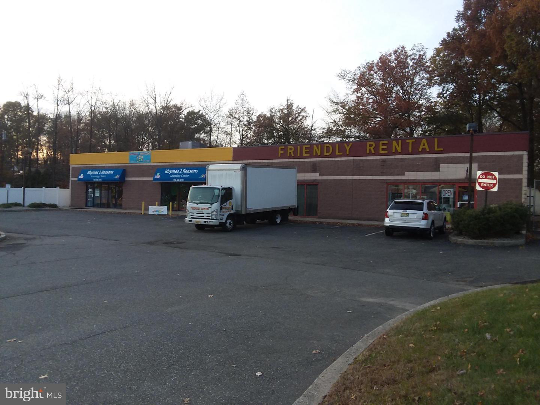 Розничная торговля для того Продажа на North Brunswick, Нью-Джерси 08902 Соединенные Штаты