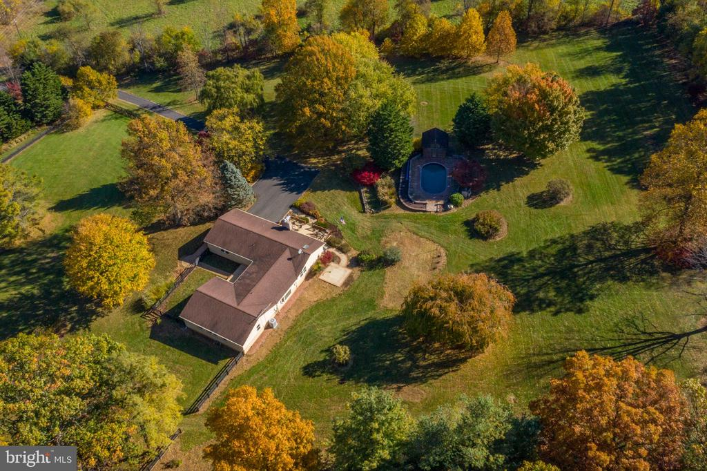 Aerial view of the house and pool - 34877 HARRY BYRD HWY, ROUND HILL