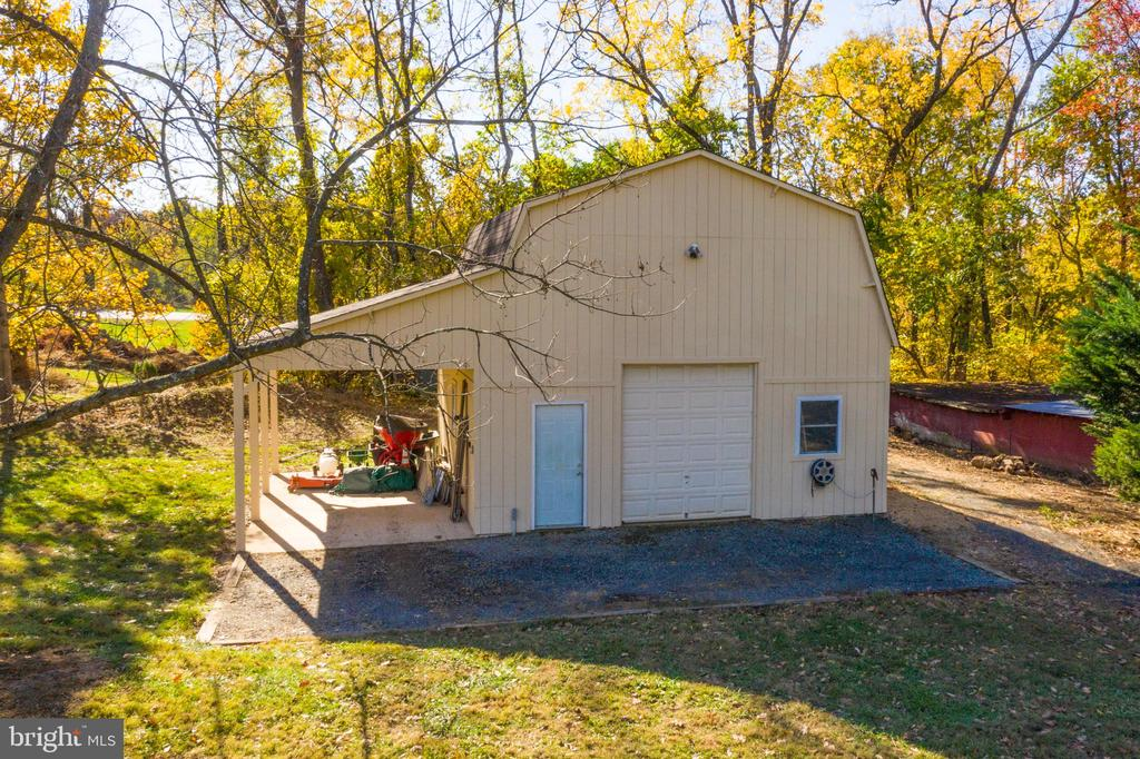 Storage Barn or  Separate 3rd garage - 34877 HARRY BYRD HWY, ROUND HILL