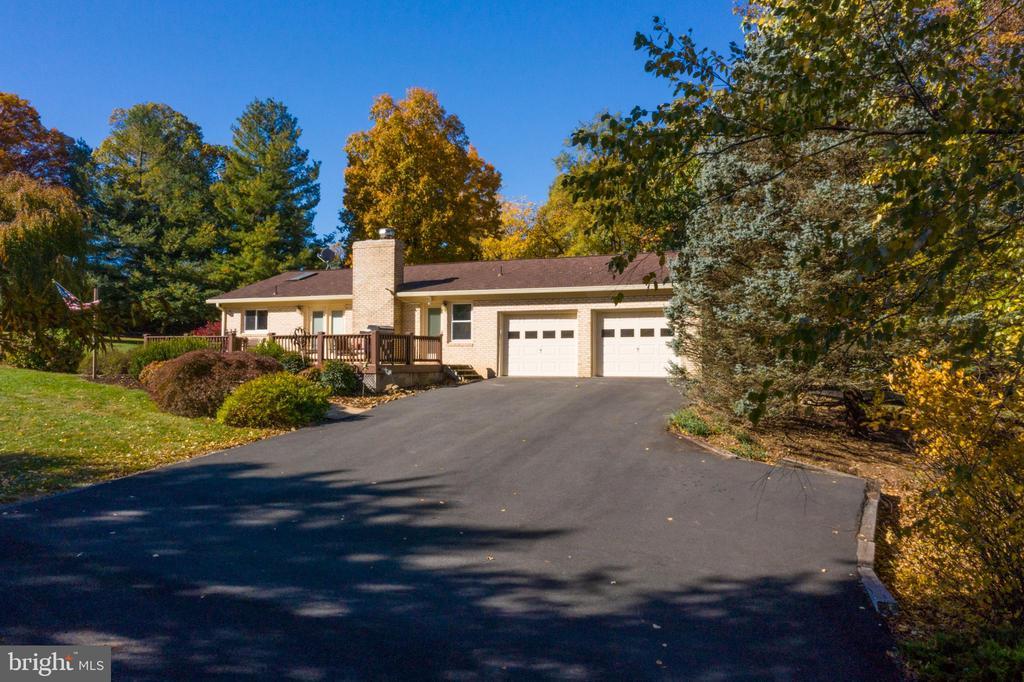 Large asphault driveway - 34877 HARRY BYRD HWY, ROUND HILL