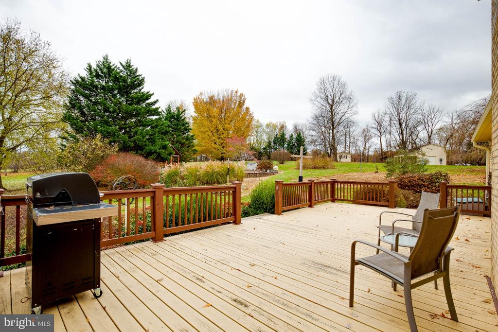 Large deck overlooking the property - 34877 HARRY BYRD HWY, ROUND HILL