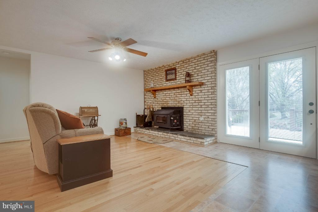 Family room  with wood burning stove - 34877 HARRY BYRD HWY, ROUND HILL