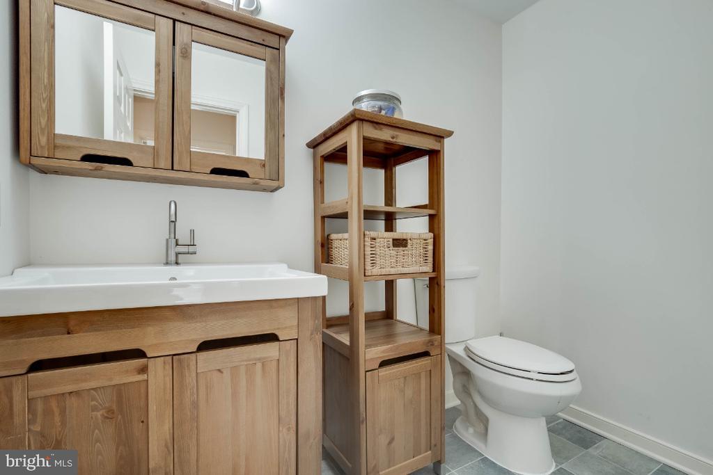 Updated half bathroom - 34877 HARRY BYRD HWY, ROUND HILL