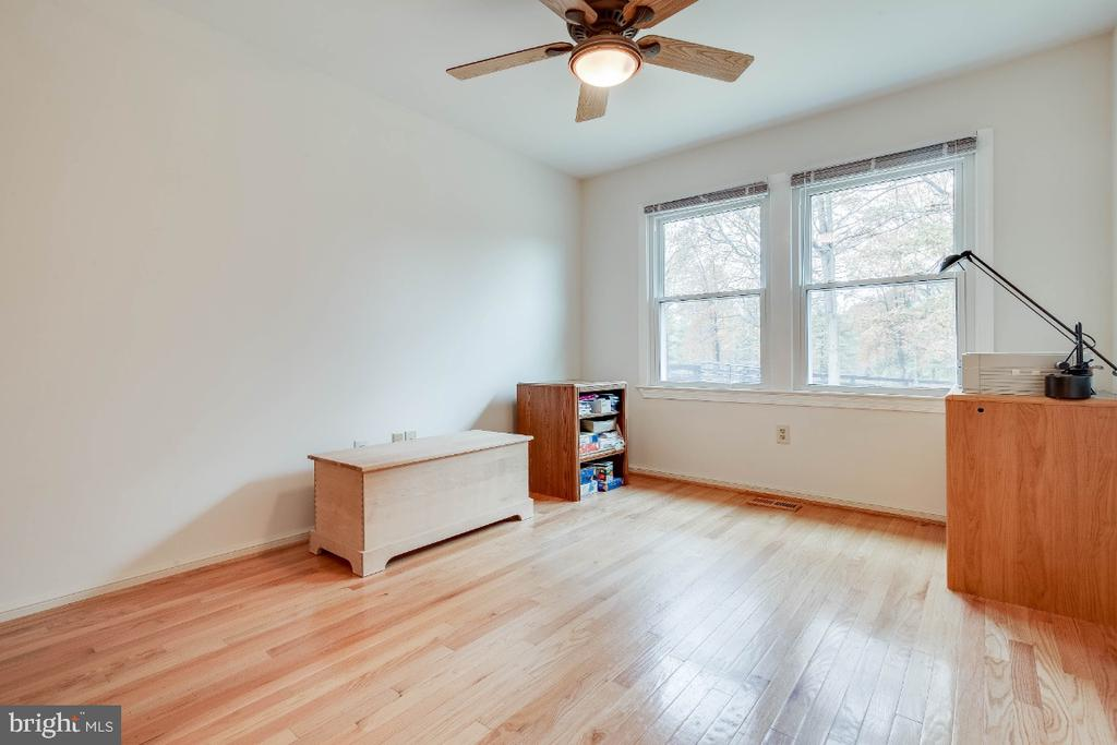 2nd bedroom wth hardwood floors - 34877 HARRY BYRD HWY, ROUND HILL