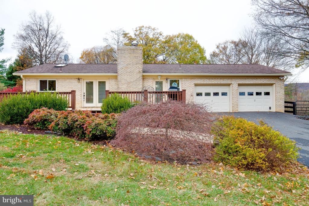 Beautiful 4BR, 2.5 BA with oversized 2 car garage - 34877 HARRY BYRD HWY, ROUND HILL