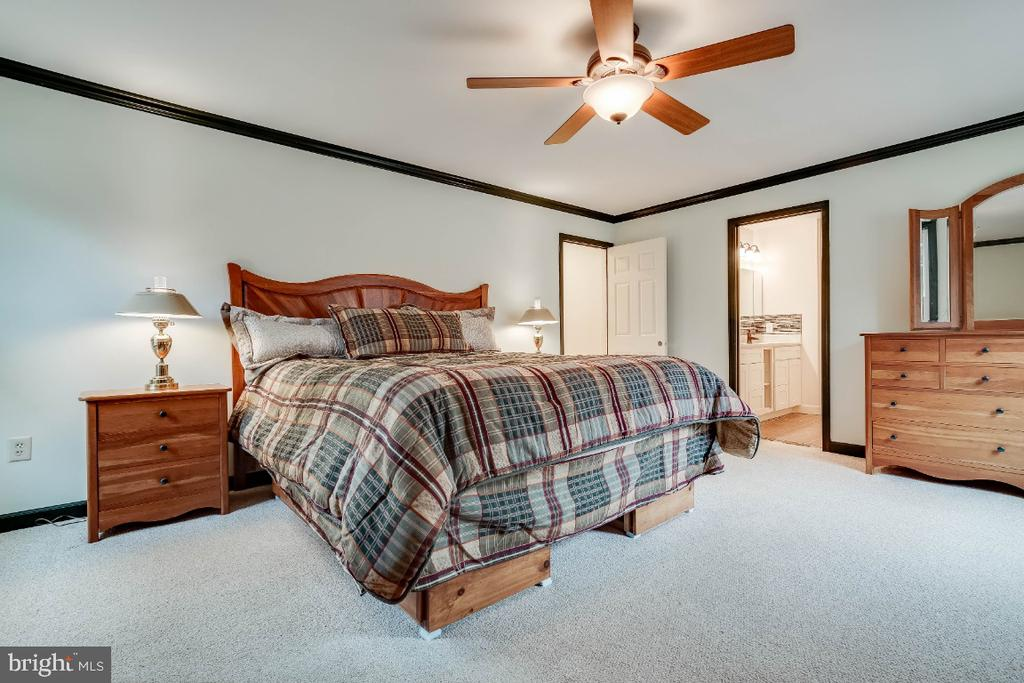 Large master bedroom - 34877 HARRY BYRD HWY, ROUND HILL