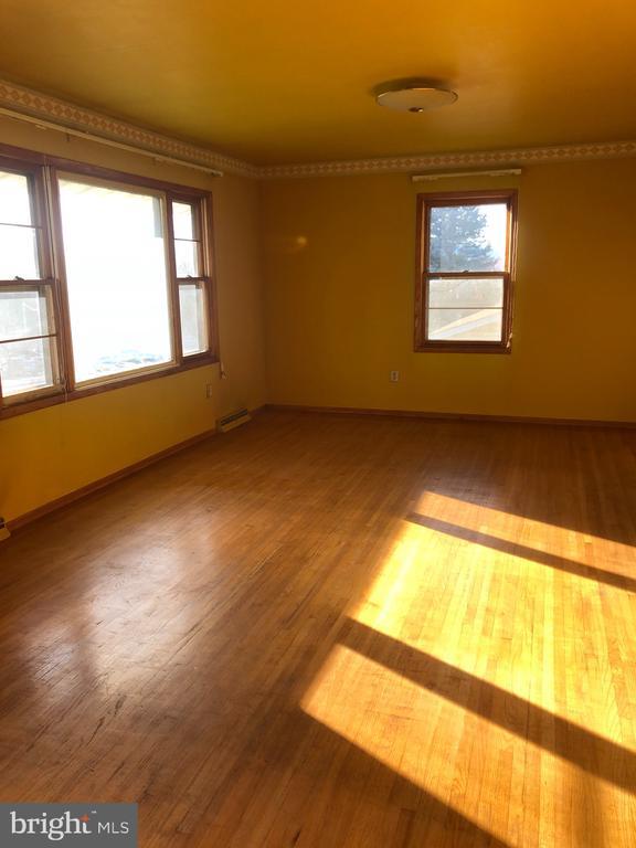 Light filled living room with hardwood floors. - 120 E CRISER RD, FRONT ROYAL
