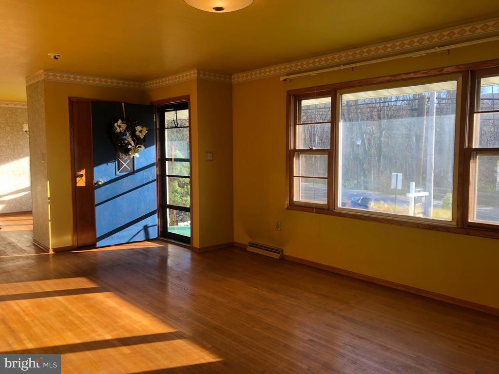 Living room with hardwood floors. - 120 E CRISER RD, FRONT ROYAL