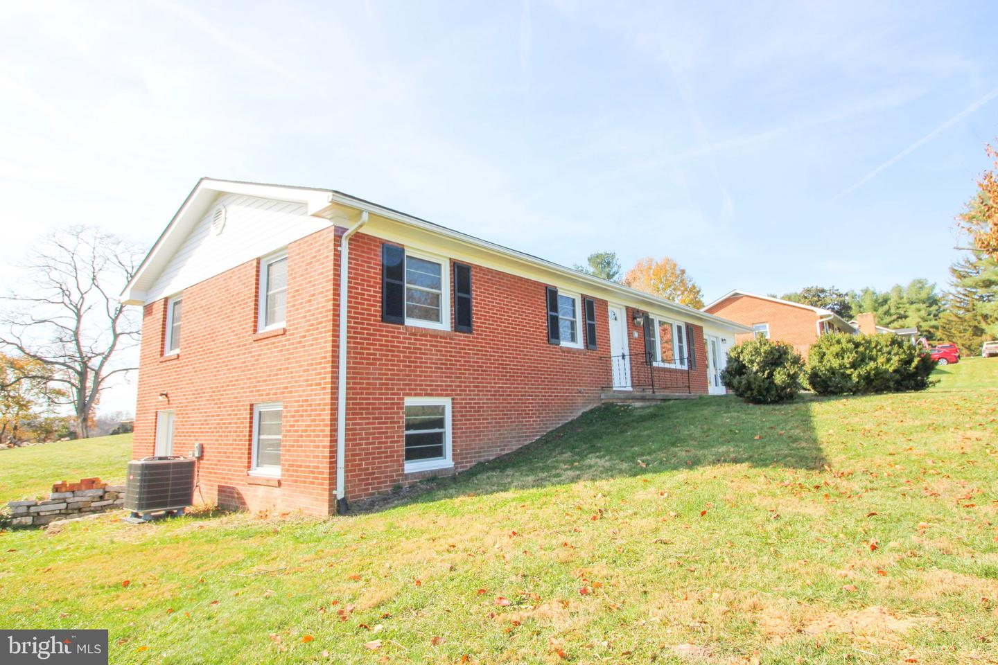 Photo of 340 E RESERVOIR RD, WOODSTOCK, VA 22664