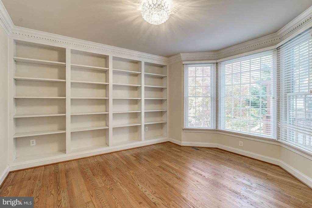 Library / Office - 7310 BEVERLY MANOR DR, ANNANDALE