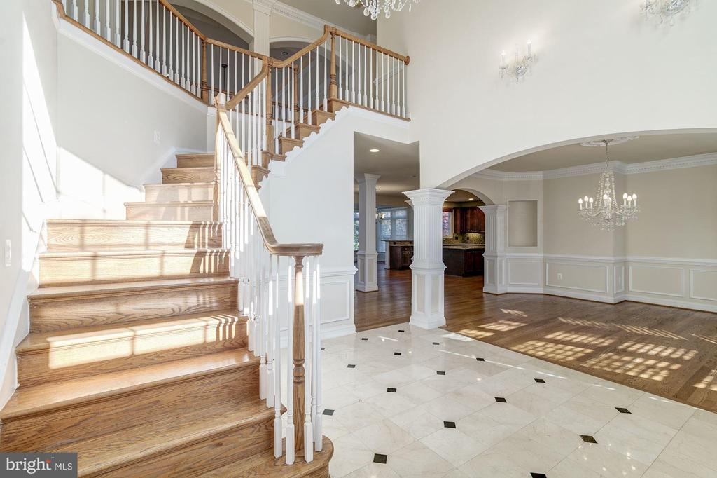 Staircase to Upper Level - 7310 BEVERLY MANOR DR, ANNANDALE