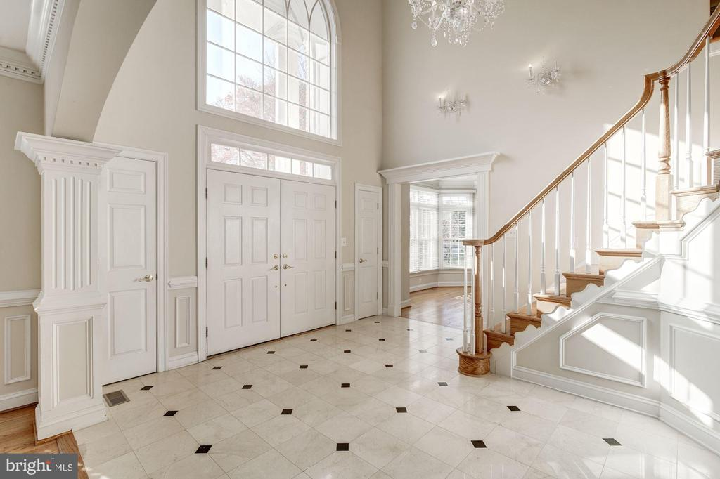 Foyer / Entry - 7310 BEVERLY MANOR DR, ANNANDALE