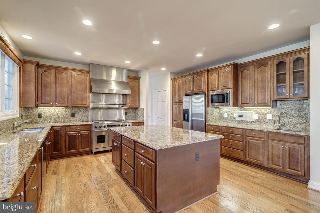 Gourmet Kitchen - 7310 BEVERLY MANOR DR, ANNANDALE