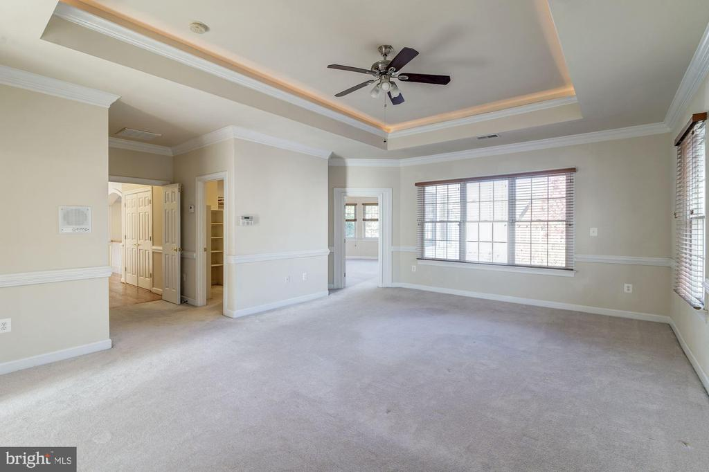 Master Bedroom Suite - 7310 BEVERLY MANOR DR, ANNANDALE