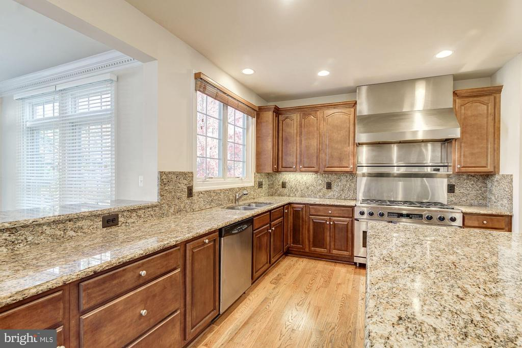 Granite Countertops - 7310 BEVERLY MANOR DR, ANNANDALE