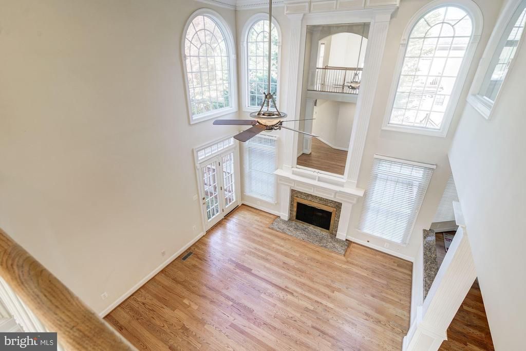 Overlook to Family Room - 7310 BEVERLY MANOR DR, ANNANDALE