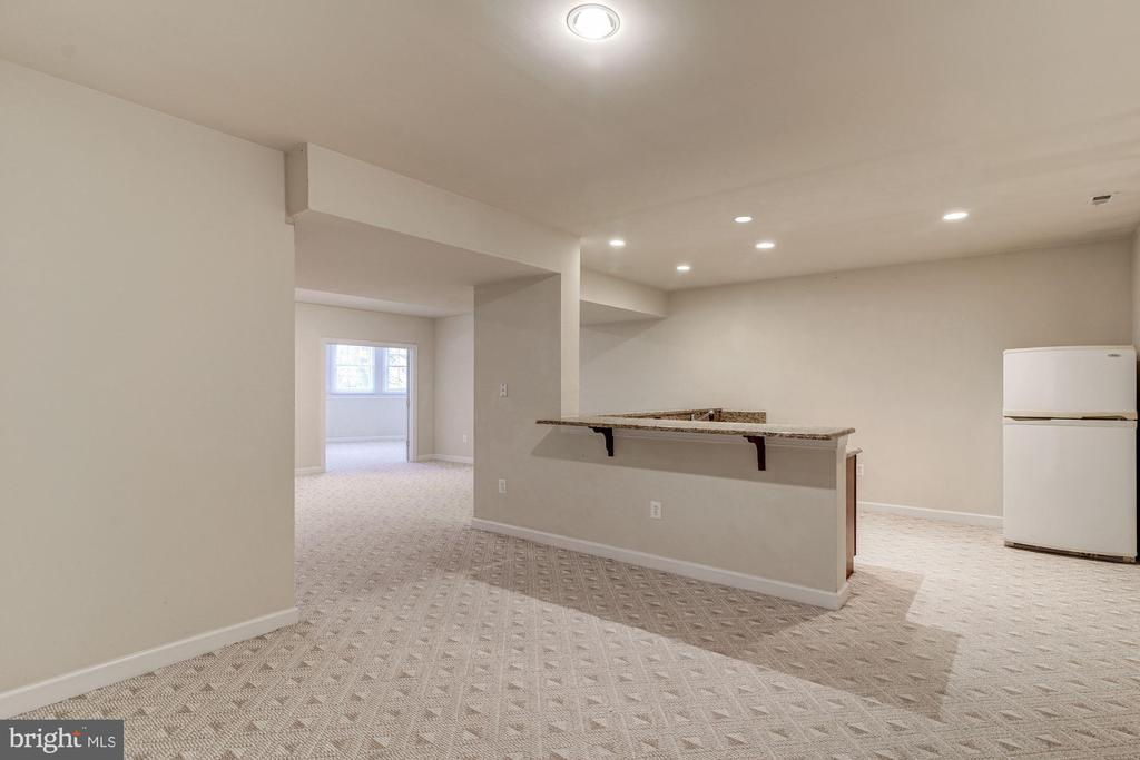 Recreation Level Reception & Wet Bar - 7310 BEVERLY MANOR DR, ANNANDALE