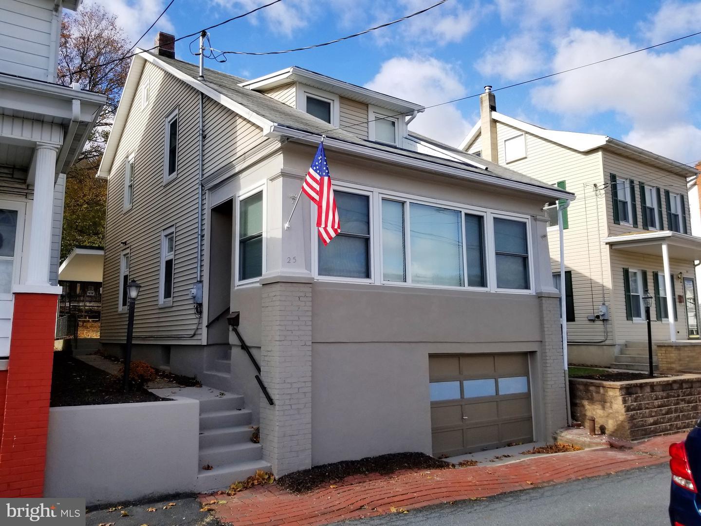Single Family Homes للـ Sale في Cressona, Pennsylvania 17929 United States
