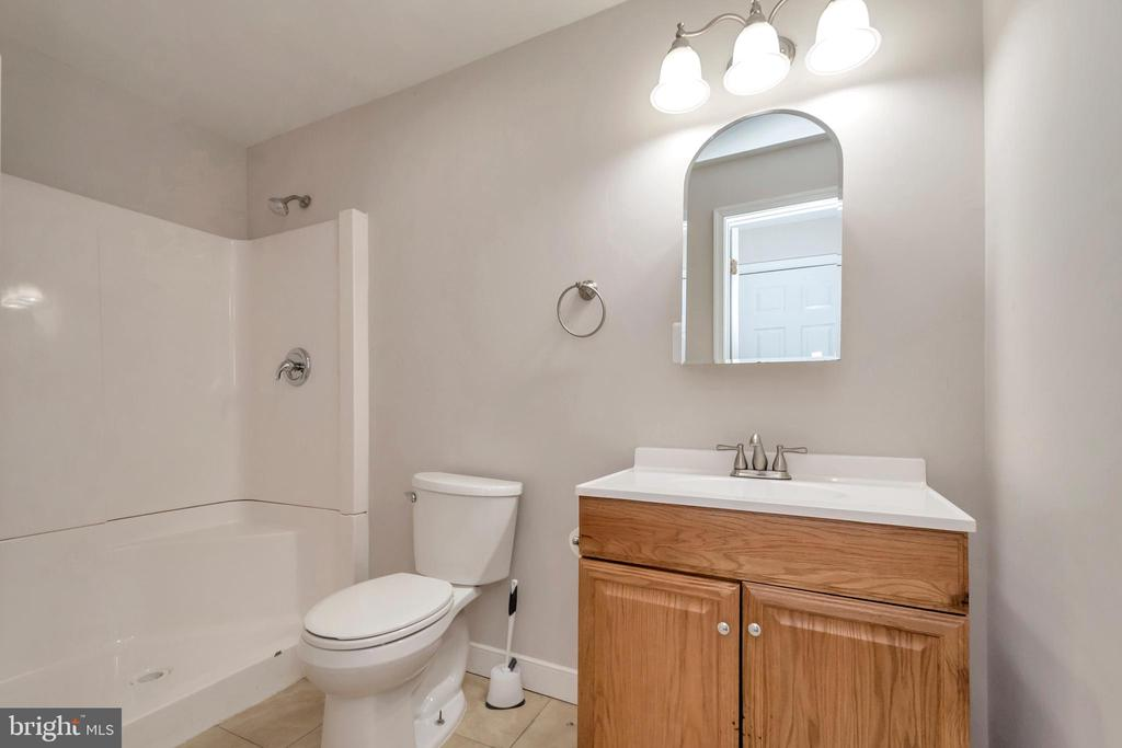 Full bath in basement - 11801 DUCK CIR, SPOTSYLVANIA