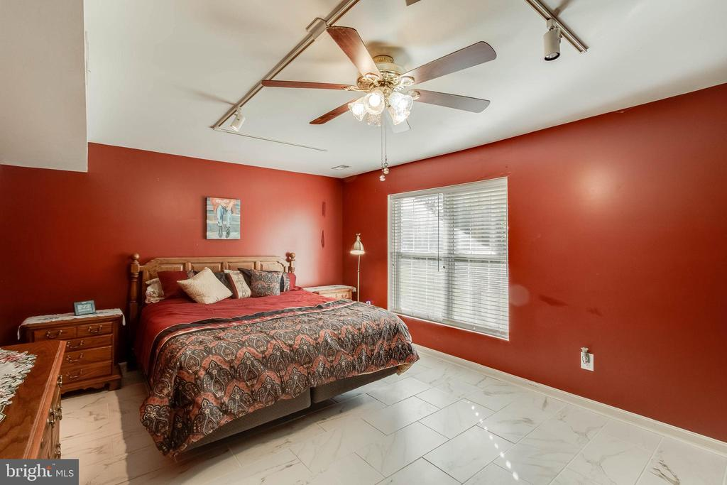 5th Bedroom on Basement Level - 25565 UPPER CLUBHOUSE DR, CHANTILLY