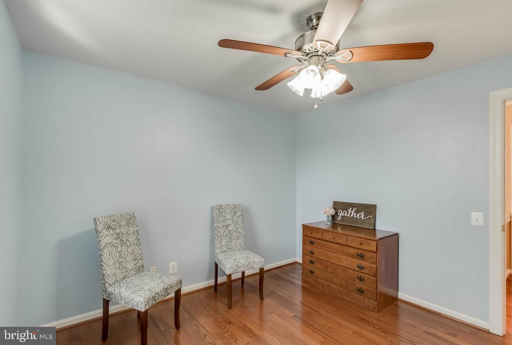 Ceiling Fan is 4th Bedroom - 25565 UPPER CLUBHOUSE DR, CHANTILLY