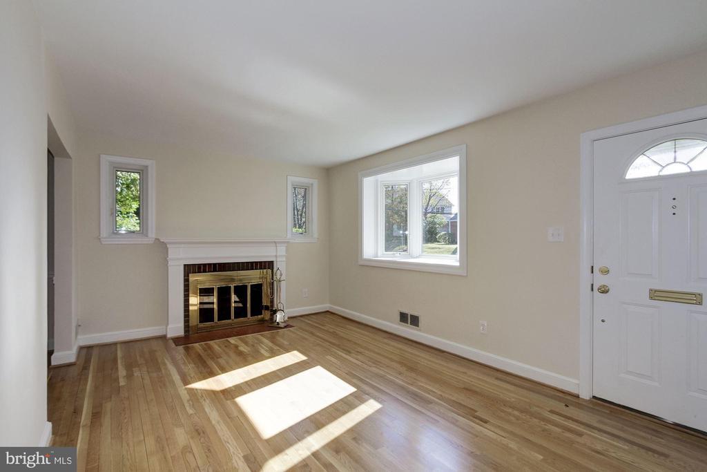 Refinished hardwood floors - 4603 FRANKLIN ST, KENSINGTON