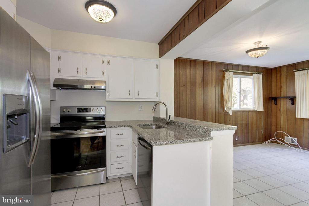 SS appliances - 4603 FRANKLIN ST, KENSINGTON