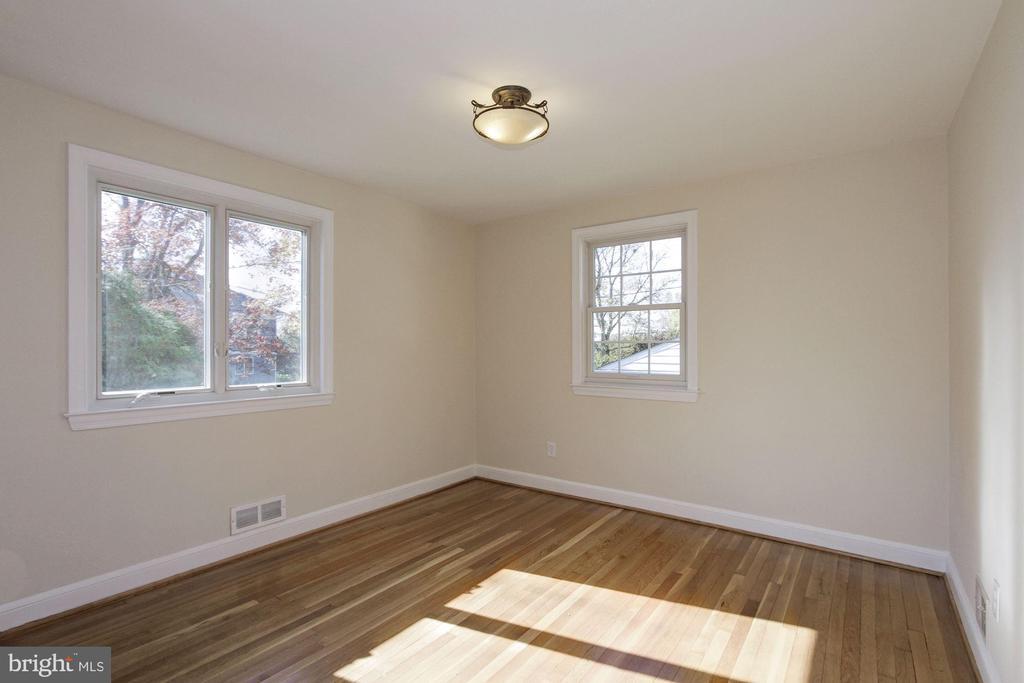 Large first floor bedroom - 4603 FRANKLIN ST, KENSINGTON