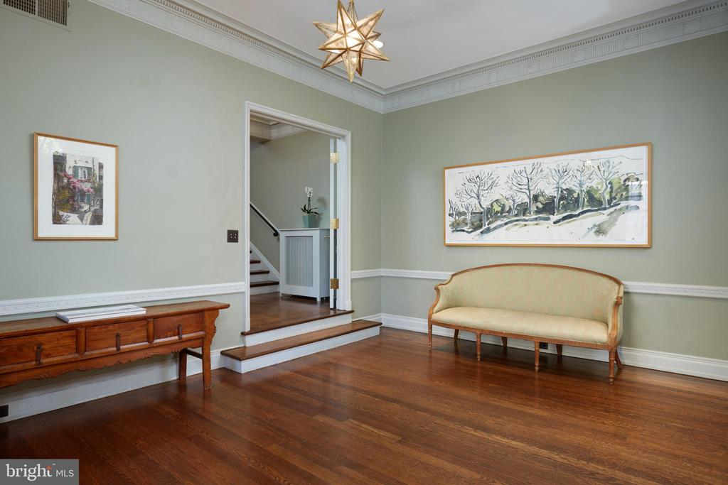 A grand foyer welcomes you home. - 1719 19TH ST NW, WASHINGTON