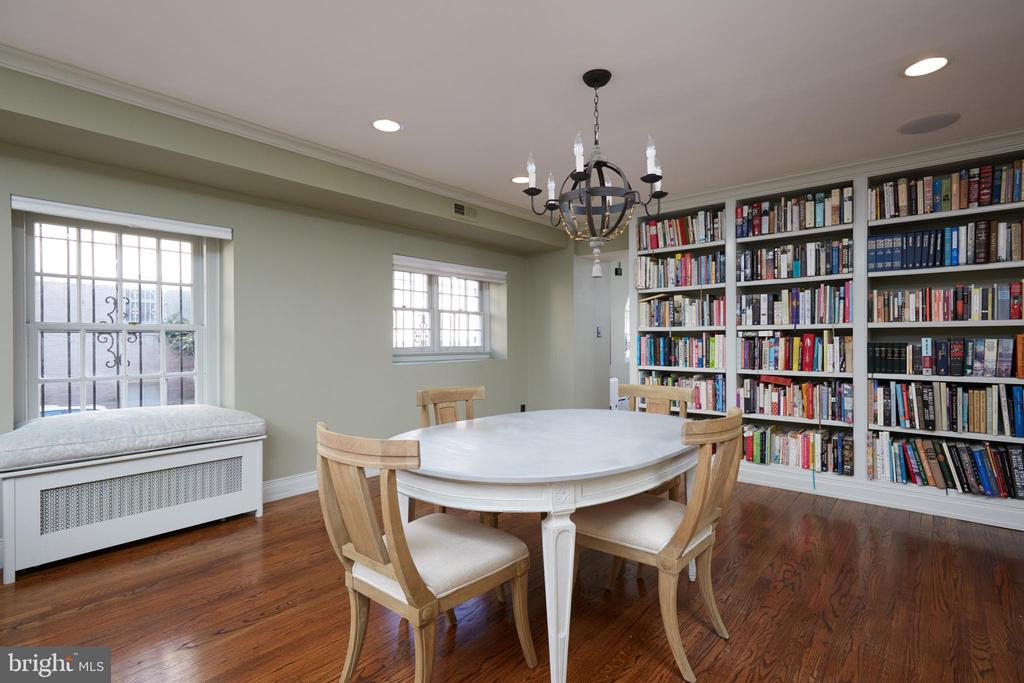 Entry level flexible living space - with built-ins - 1719 19TH ST NW, WASHINGTON